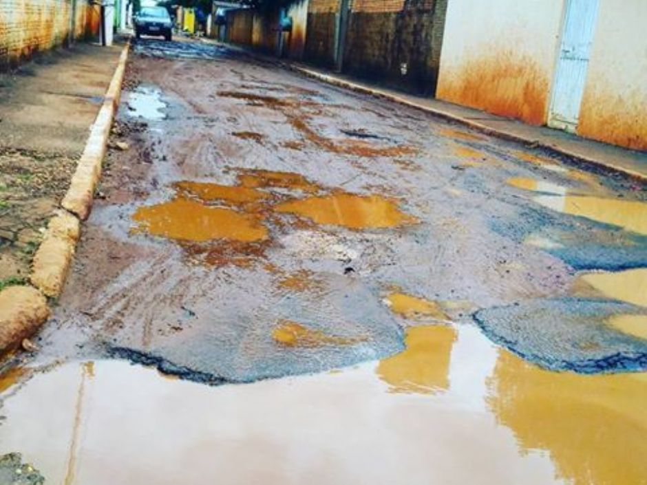 Moradores de Angélica reclamam de ruas esburacadas e o descaso do poder público