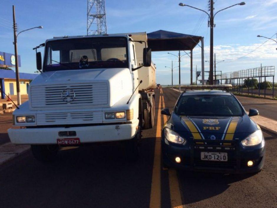 PRF recupera caminhão caçamba na BR-463