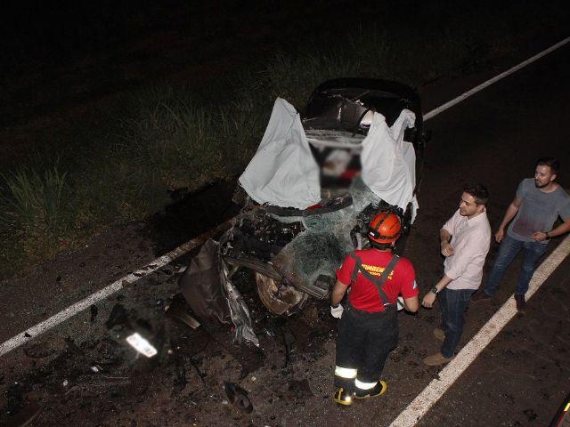Resultado de imagem para Colisão entre carreta e carro deixa três mortos em Nova Andradina