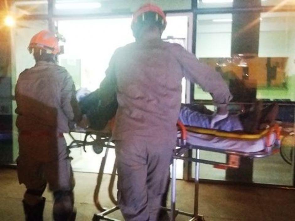 Motociclista fica gravemente ferido após colisão em carreta na MS-141