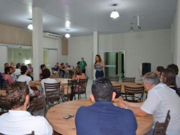 Empresários, diretoria da Acina e representantes a Serrana Mobilidade se reuniram na noite de ontem (21)