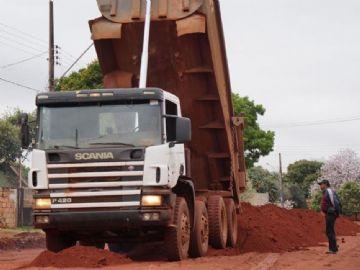 Equipe iniciou obra de pavimentação no bairro Vitória em Ivinhema