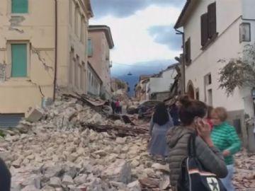 O epicentro do tremor foi registrado a 2 km da cidade de Accumoli, situada a 145 km de Roma, onde o sismo também foi sentido