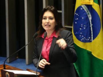 """A senadora Simone Tebet afirmou que o governo Dilma """"vendeu um Brasil irreal aos brasileiros""""  e a """"maquiagem"""" das contas levou à perda de confiança dos investidores, recessão e desemprego recorde"""