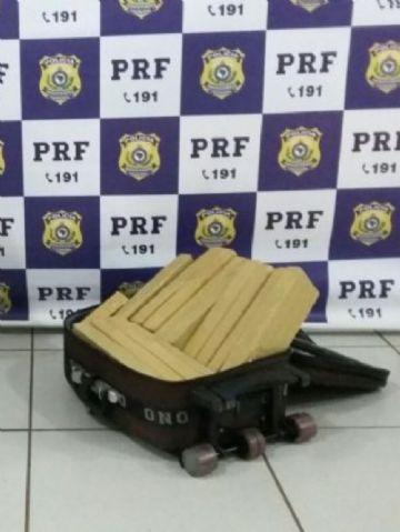 Droga foi localizada por cão farejador da PRF