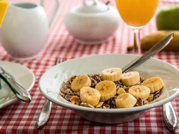 Nutricionista aponta 5 alimentos importantes para um café da manhã equilibrado