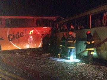 Acidente entre 2 ônibus deixa 7 mortos na região de Teodoro Sampaio