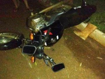 Motociclista fica gravemente ferido ao ser atingido por carro