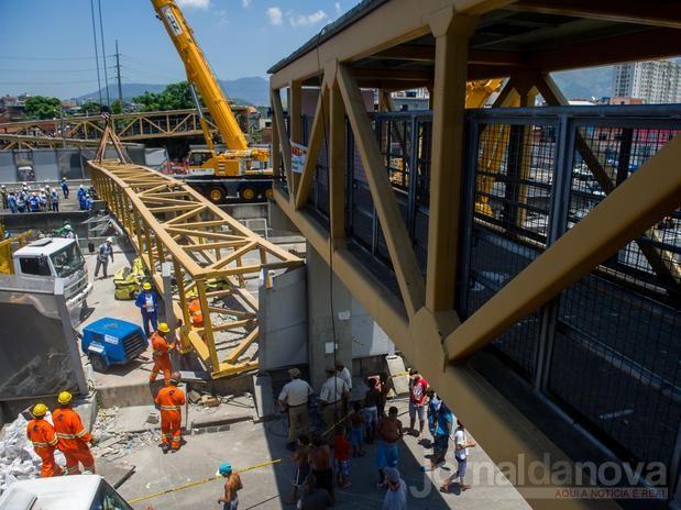 725e54b011 Caminhão derruba passarela e mata 4 pessoas na Linha Amarela, no Rio ...