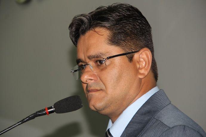 Líder de Gilberto na Câmara critica postura da Prefeitura: não precisava do desgaste