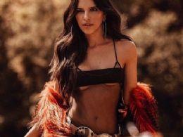 Mariana Rios leva fãs ao delírio com look transparente