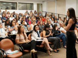 Renata Spallicci, a ''Executiva Sarada'', faz palestra no Dia da Secretária