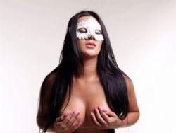 6 kg mais magra, Carla Bora dispensa photoshop em ensaio de lingerie