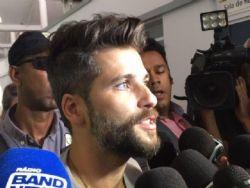 Bruno Gagliasso presta queixa após posts racistas sobre a filha