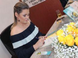 ''No seu sorriso'' consolida Flávia Pimenta no mercado Editorial