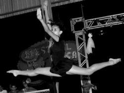 ''A dança é o que eu faço, essa é a minha vida'', diz dançaria de 15 anos