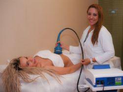 ''Mendigata'' Fernanda Lacerda faz tratamento corporal inovador para acabar com as celulites