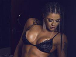 ''Índia Fitness'' Yasmin Castrillon rebate o mito de que malhar tira o apetite sexual