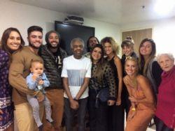 Após deixar hospital, Gilberto Gil reúne família em show no Rio de Janeiro
