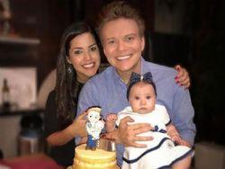 Michel Teló comemora aniversário com Thais Fersoza e a filha, Melinda