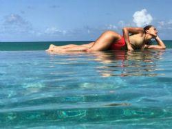 Sabrina Sato capricha na pose em foto de maiô: ''Paraíso''