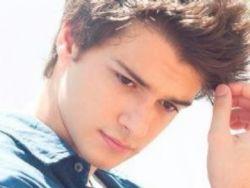 Ator grego fará estreia na TV aberta na supersérie ''Os Dias Eram Assim''
