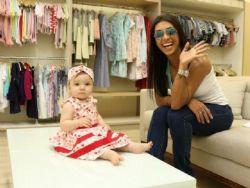 Amanda Djehdian vai às compras com a sobrinha: ''Ela consegue mudar meu humor''