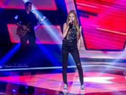 Amanda Carregaro de Angélica da show de talento no ''The Voice Kids''