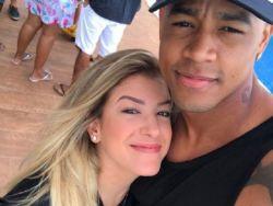 Léo Santana se declara para Lorena Improta: ''Deixa Deus conduzir''