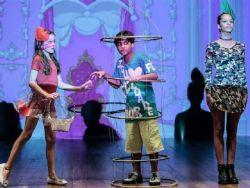 Luca Moreira faz convite para peça de Leticia Braga e de Raphaela Antônia no Rio