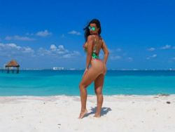 Fernanda D''Avila mostra boa forma e exibe bumbum empinado em ensaio