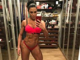 Gracyanne Barbosa faz selfie ousada e fãs elogiam