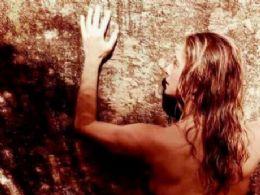 Letícia Spiller quebra a web com foto nua