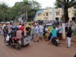 Ivinhemenses protestam em frente a prefeitura contra aumentos de impostos e salário do prefeito