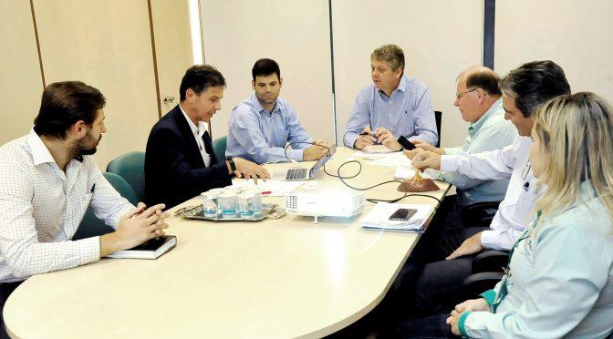 Em reunião com o secretário Jaime Verruck e presidente da Agraer, Enelvo Feline, empresa fala de investimentos no Estado - Foto: Néia Maceno