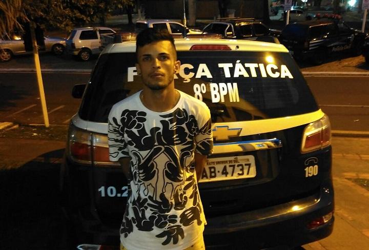 Rapaz foi preso suspeito de tráfico de drogas – Foto: Jornal da Nova