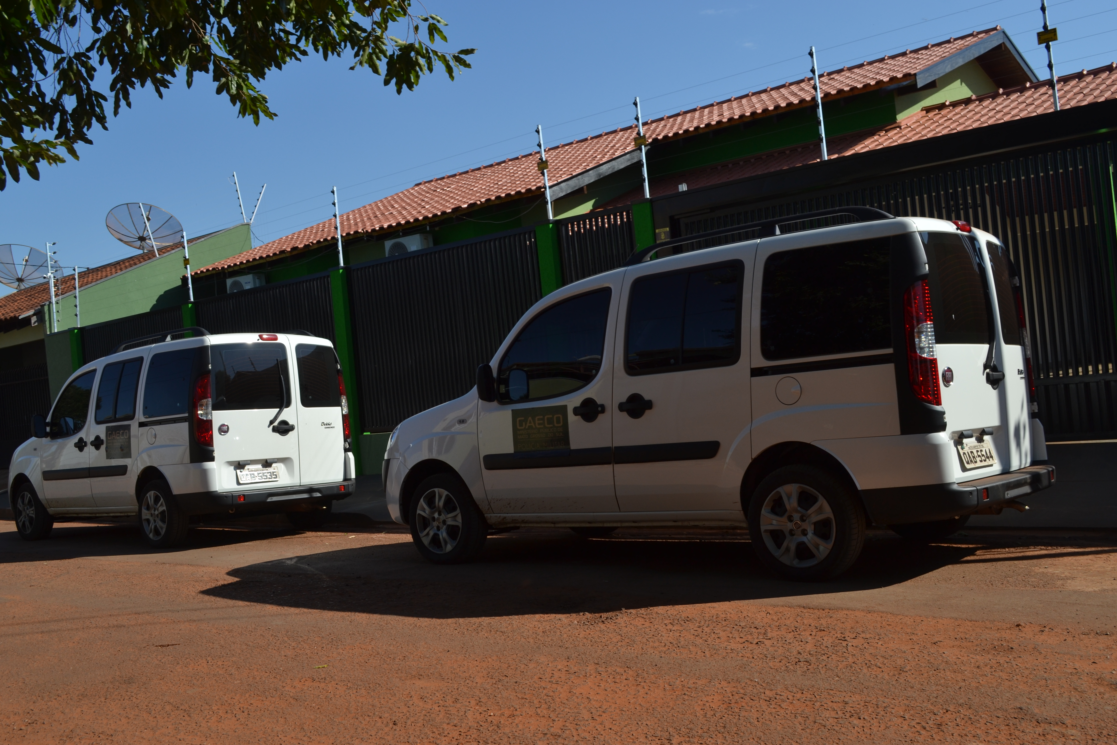 Viaturas do Gaeco na residência do secretário de finanças Dilmo Teixeira - Foto: Jornal da Nova